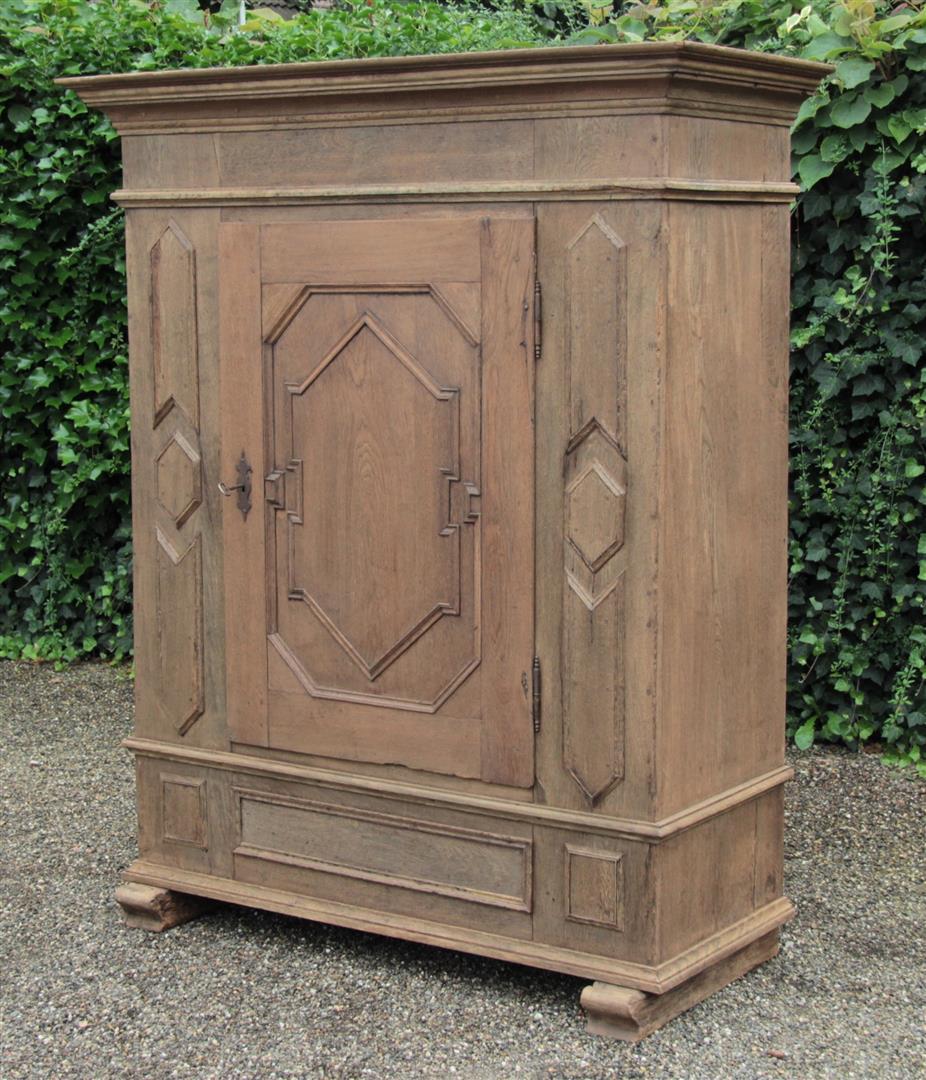 Antiker Schrank 18. Jahrhundert